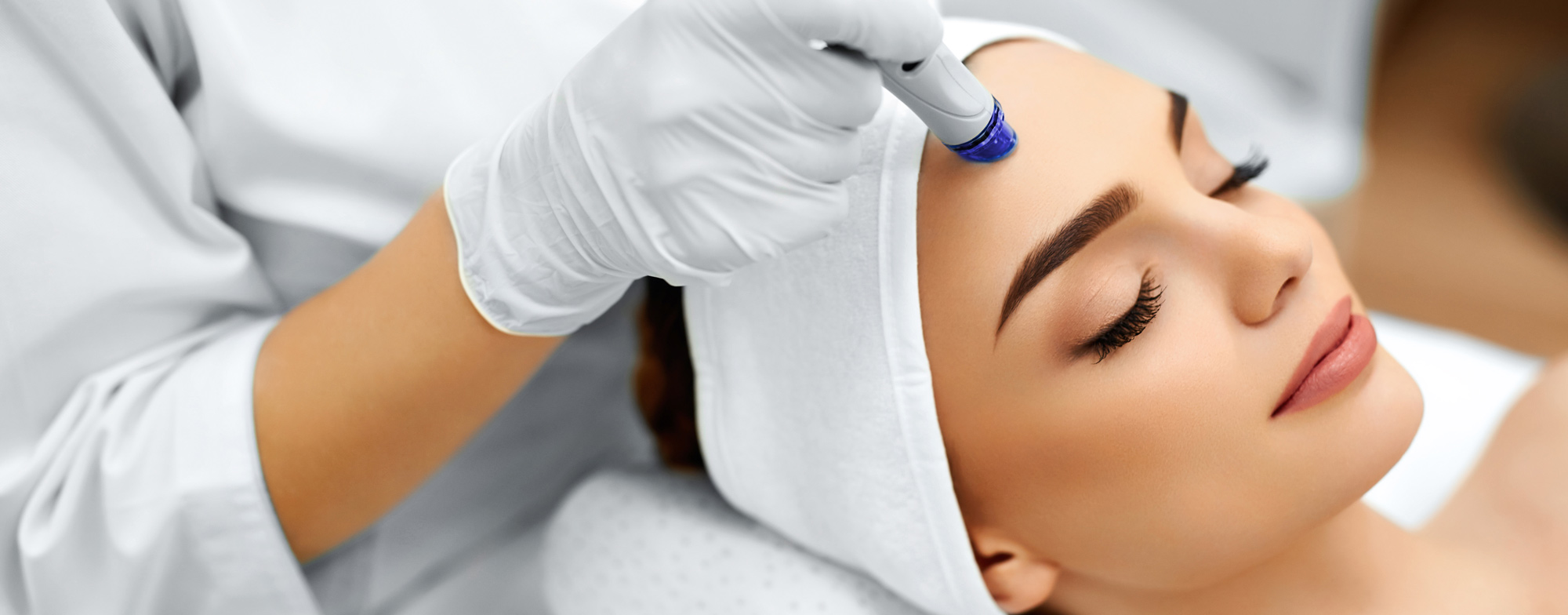 Woman getting cosmetic treatment on her forehead